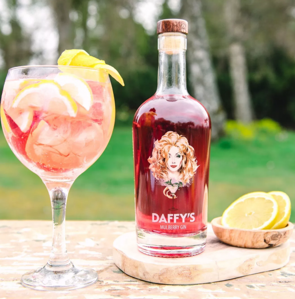 Daffy's Mulberry Gin - The finest copper pot single batch distilled Gin - 0,5 Liter